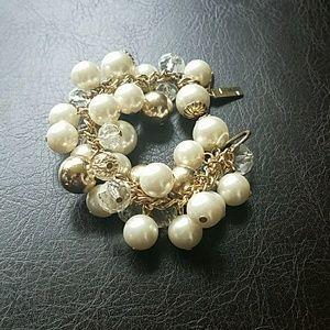 The Limited pearl bracelet